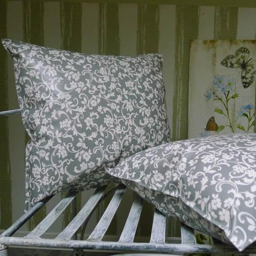 outdoor kissen grau mit blumenranken mit liebe dekoriert. Black Bedroom Furniture Sets. Home Design Ideas