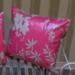 Outdoor Kissen in Pink mit grauen Blättern