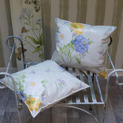 wachstuch outdoor kissen pfingstrosen mit liebe dekoriert. Black Bedroom Furniture Sets. Home Design Ideas