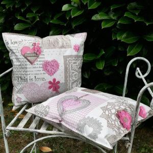 Outdoor- / Wachstuch Kissen Herzen rosa