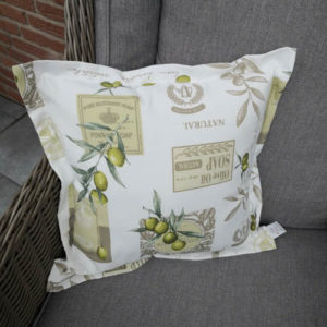 Kissenhülle Oliven Kissen auf dem Sessel