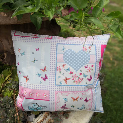 Schmetterling Kissen Aus Wachstuch Im Garten