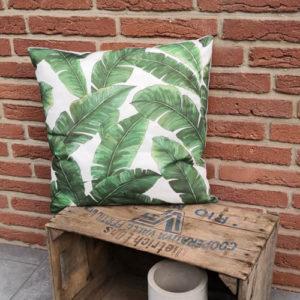 Trendiges Kissen Palmenblätter in grün