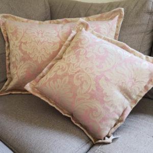 Jacquard Kissenhülle Rosa mit beigen Ornamenten Innenbereich