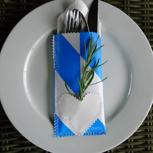 Bestecktasche aus Wachstuch - Bayerische Raute auf Teller