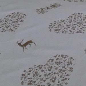 Stoff Hirsch beige mit Herzen - Hintergrund creme