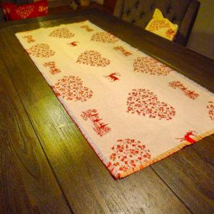 Tischläufer Hirsch mit Herzen rot auf creme