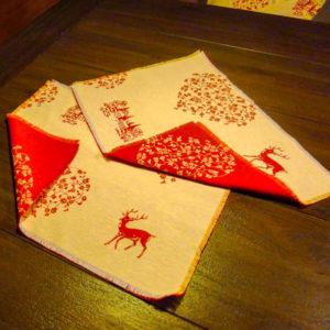 Platzset Hirsch mit Herzen rot auf creme 2 Stück