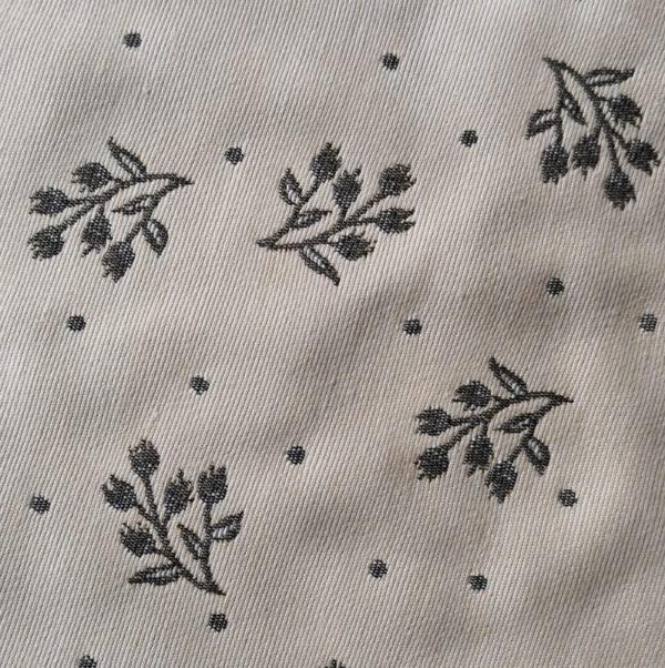Mitteldecke Zweige grau mit creme Hintergrund Stoff