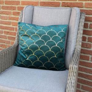 Kissenhülle aus Samt dunkelgrün mit Bögen auf Sessel