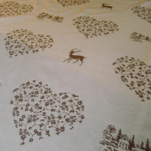 Tischläufer Hirsch mit Herzen beige auf creme Stoff