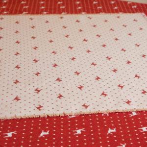 Tischläufer Hirsch mit Punkten rot auf beige