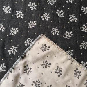 Platzset Zweige grau mit creme Hintergrund Variation