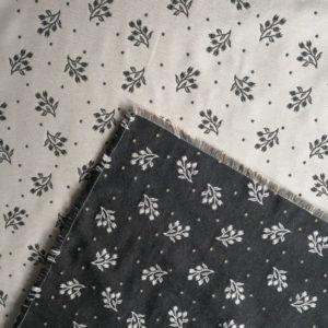 Mitteldecke Zweige grau mit creme Hintergrund Variation