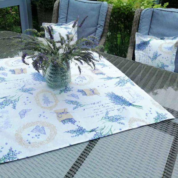 Mitteldecke Lavendel für den Gartentisch