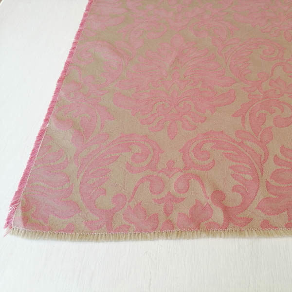 Schöner Tischläufer Beige mit rosa Ornamenten