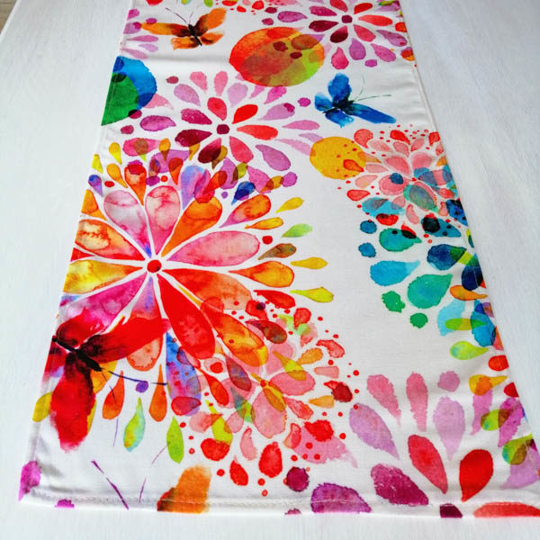 Tischläufer aus Baumwolle - Blumen mit Schmetterling
