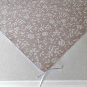 Mitteldecke Braun mit weißen Blumenranken