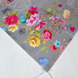 Graue Mitteldecke mit pinken Blumen