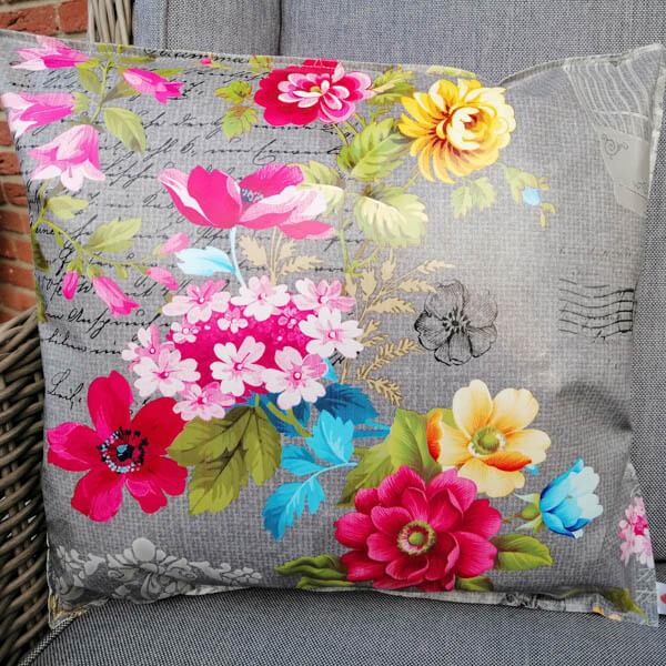 Outdoorkissen Grau mit pinken Blumen 35x38cm