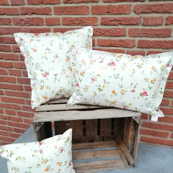 Gartenbank Kissen: Streublümchen auf beige