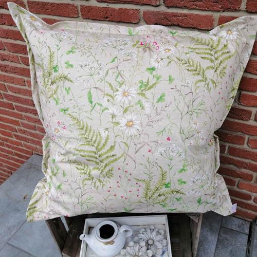 Bodenkissen Outdoor mit Wiesenblümchen (beschichtet) 80x80