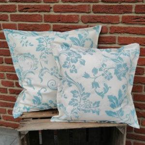 Kissen Blaue Ornamente auf weiß aus Baumwolle 2 Größen