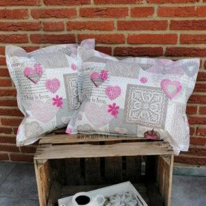 Outdoor- /Wachstuch Kissen Herzen rosa Gartenkissen