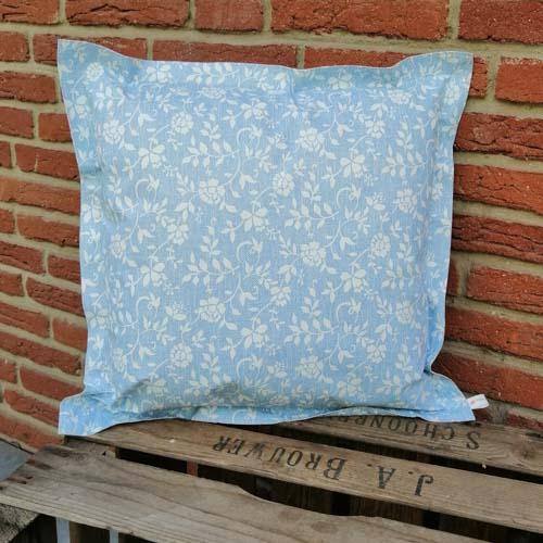 Outdoorkissen Blau mit weißen Blumenranken 50x50cm