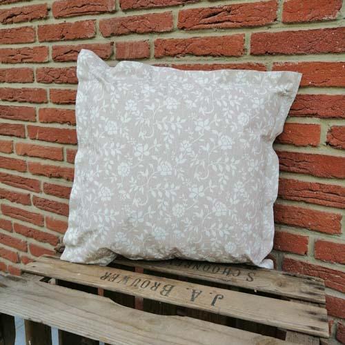 Outdoorkissen Braun mit weißen Blumenranken 50x50cm
