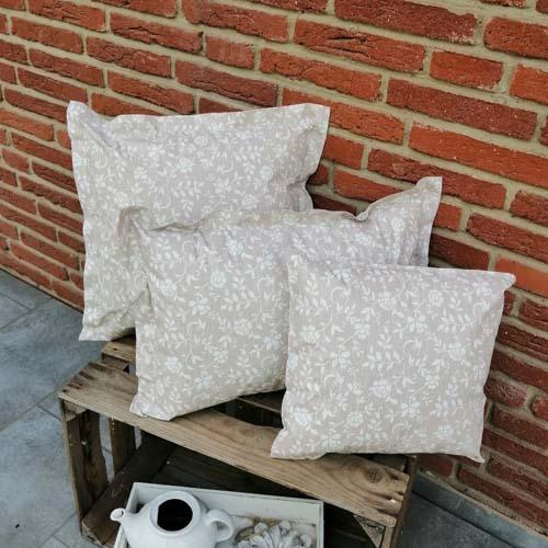 Outdoorkissen Braun mit weißen Blumenranken 3 Größen