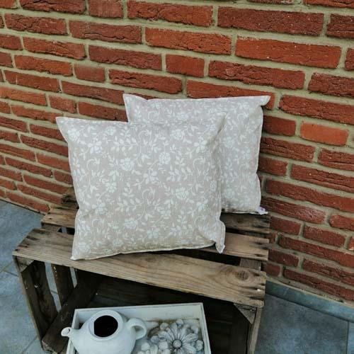 Outdoorkissen Braun mit weißen Blumenranken 2 kleine Kissen