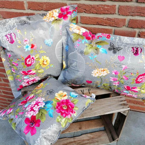 Geschenkideen zum Muttertag - Wachstuchkissen Outdoorkissen Grau mit pinken Blumen