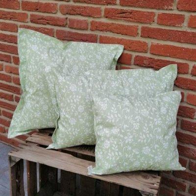 Outdoorkissen Grün mit weißen Blumenranken 3 Größen