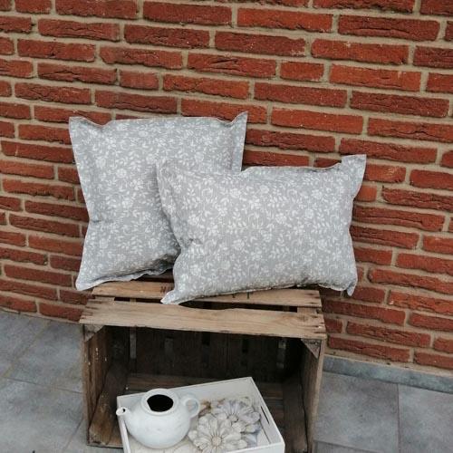 Outdoorkissen grau mit weißen Blumenranken 2 Kissen