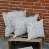 Outdoorkissen grau mit weißen Blumenranken 3 Größen