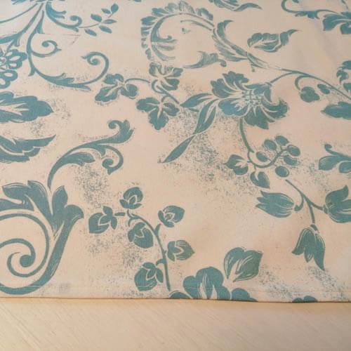 Tischdecke weiß mit Blauen Ornamenten