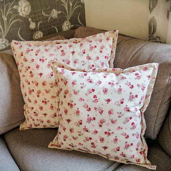 Kissenhülle Rosenmuster mit rosa Rosen 2 Kissen