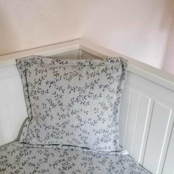 Kissenbezug Ranken aus Jacquard in hellgrau 40x40cm