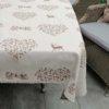 Tischdecke Hirsch mit Herzen beige auf creme