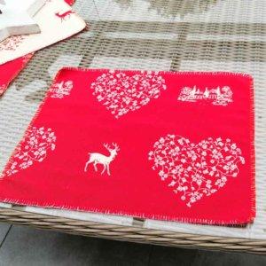 Platzset Hirsch mit Herzen rot