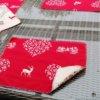 Platzset Hirsch mit Herzen creme auf rot