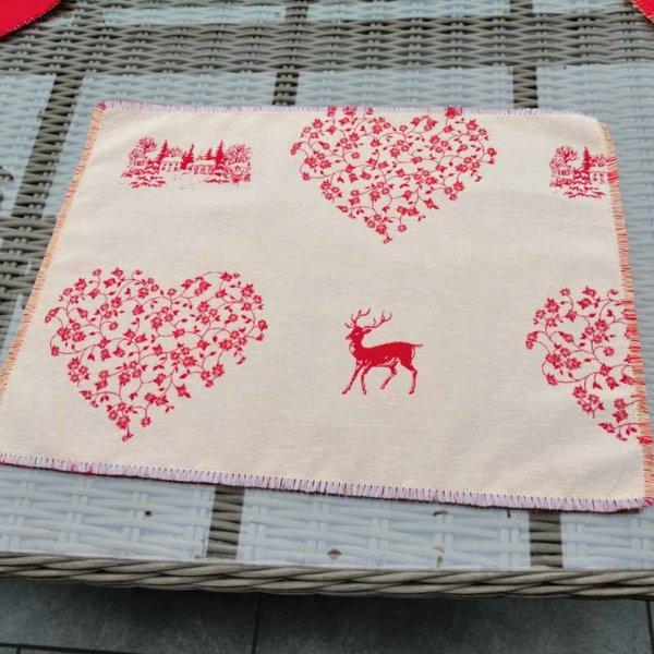 Platzset Hirsch mit Herzen rot auf creme