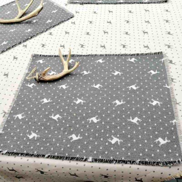 Platzset Hirsch mit Punkten beige auf grau