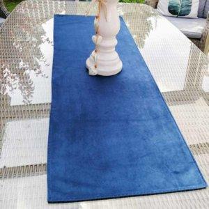 Samt Tischläufer blau für den Wohnzimmertisch