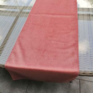 Samt Tischläufer rosa für den Esstisch