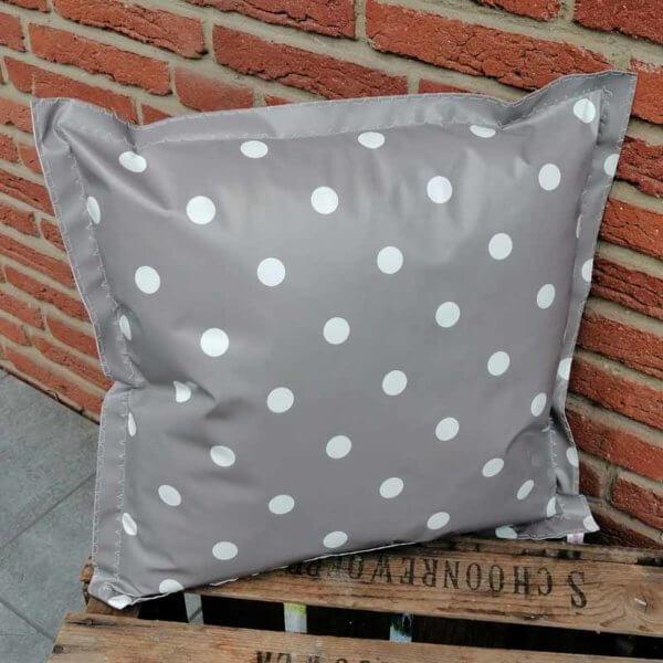 Outdoor Kissen Punkte grau aus Wachstuch 50x50cm