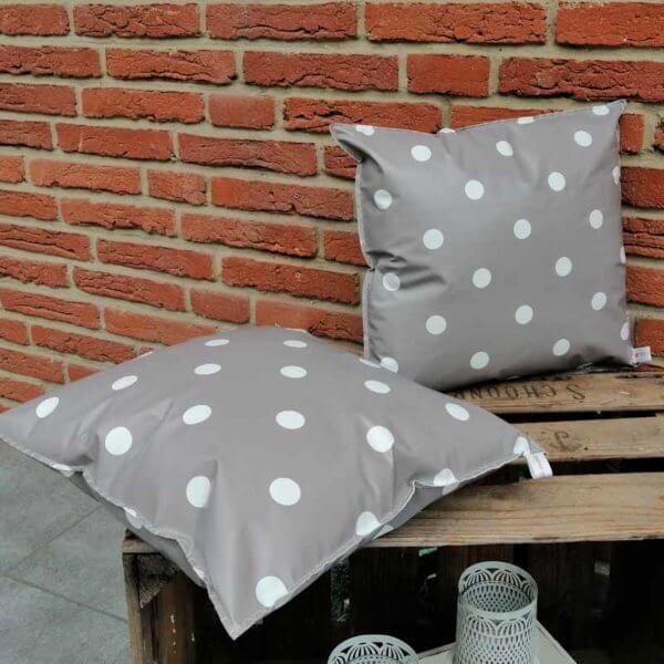 Outdoor Kissen Punkte grau aus Wachstuch 40x40cm
