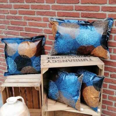 Gartenkissen Blau und Braun mit Ornamenten