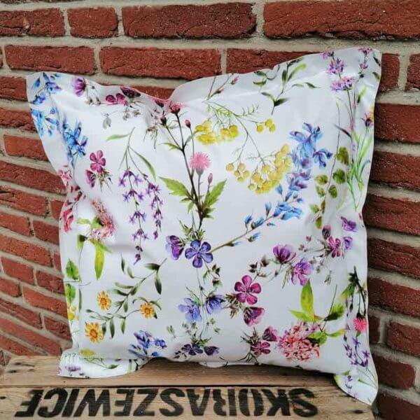 Wachstuchkissen / Outdoor Kissen Blumen 50x50cm